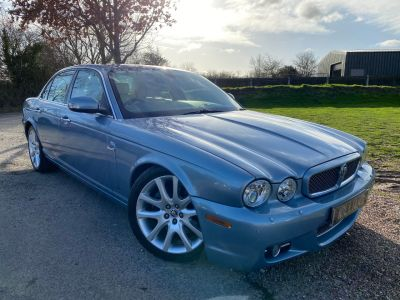 Jaguar XJ Series XJ8 4.2 V8 Sovereign 4dr Auto (Cooled Front Seats! LWB! +++) Saloon Petrol Frost Blue MetallicJaguar XJ Series XJ8 4.2 V8 Sovereign 4dr Auto (Cooled Front Seats! LWB! +++) Saloon Petrol Frost Blue Metallic at Williams Group Maidstone