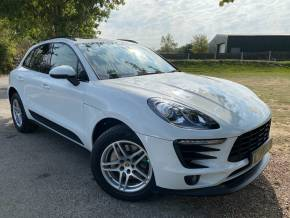 Porsche Macan 2.0 [252] 5dr PDK (Pan Roof! Nav! Rear Camera! ++) Estate Petrol Carrera White at Williams Group Ltd Maidstone