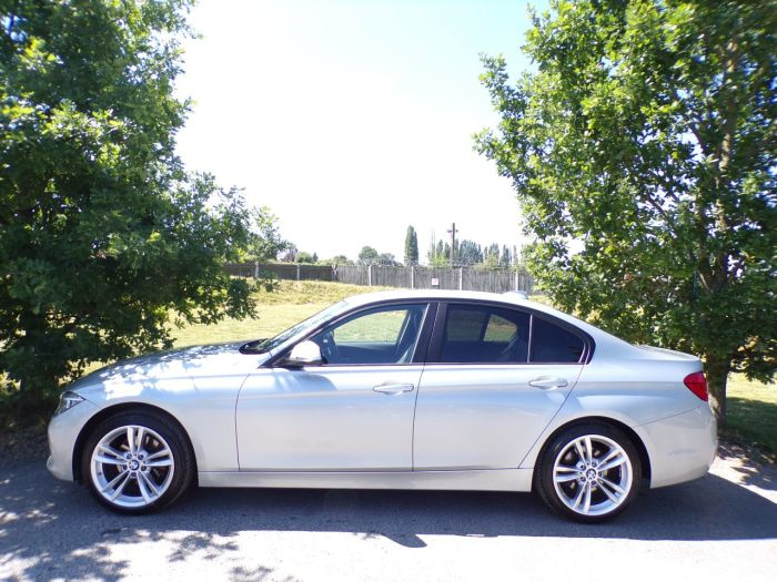 BMW 3 Series 2.0 320d SE 4dr Step Auto (Comfort PacK! 18in Alloys! ++) Saloon Diesel Satin Silver Metallic