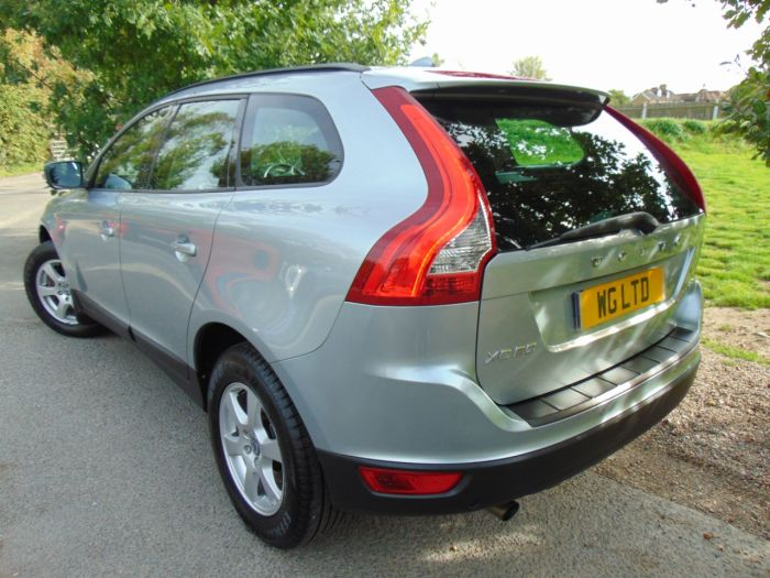 Volvo XC60 2.4D [175] S 5dr Geartronic (1 Owner! Full Volvo SH! ++) Estate Diesel Inscription Electric Silver Coarse Flake Metallic