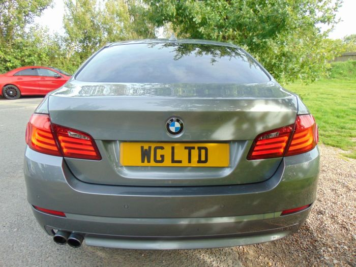 BMW 5 Series 2.0 520d SE 4dr Step Auto (Media Pack! 19in Alloys! ++) Saloon Diesel Space Grey Metallic