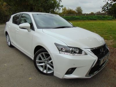Lexus CT 200h 1.8 Advance 5dr CVT Auto (1 Owner! Nav! Heated Seats! +++) Hatchback Petrol / Electric Hybrid WhiteLexus CT 200h 1.8 Advance 5dr CVT Auto (1 Owner! Nav! Heated Seats! +++) Hatchback Petrol / Electric Hybrid White at Williams Group Maidstone
