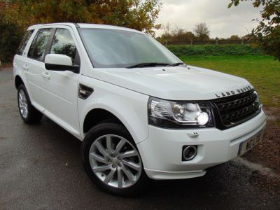 Land Rover Freelander 2.2 SD4 SE Tech 5dr Auto (Sunroof! Cold Climate Pack! ++) Estate Diesel Fuji WhiteLand Rover Freelander 2.2 SD4 SE Tech 5dr Auto (Sunroof! Cold Climate Pack! ++) Estate Diesel Fuji White at Williams Group Maidstone