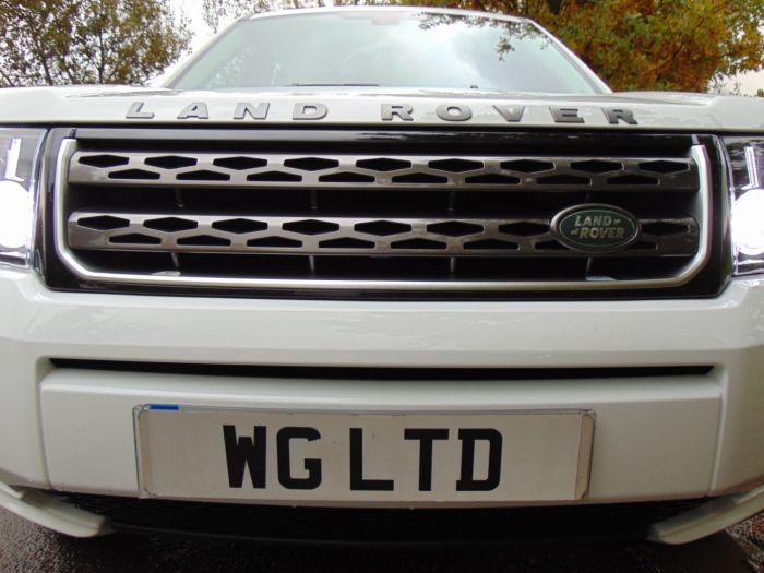 Land Rover Freelander 2.2 SD4 SE Tech 5dr Auto (Sunroof! Cold Climate Pack! ++) Estate Diesel Fuji White