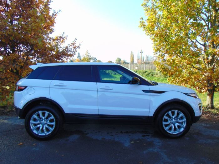 Land Rover Range Rover Evoque 2.0 TD4 SE Tech 5dr Auto (Pan Roof! Keyless! Low Miles! ++) Estate Diesel Fuji White