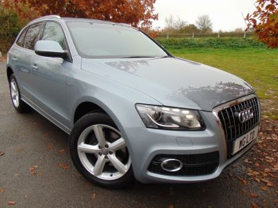 Audi Q5 3.0 TDI Quattro S Line 5dr S Tronic (Pan Roof! Advanced Parking! ++) Estate Diesel Monza Silver MetallicAudi Q5 3.0 TDI Quattro S Line 5dr S Tronic (Pan Roof! Advanced Parking! ++) Estate Diesel Monza Silver Metallic at Williams Group Maidstone