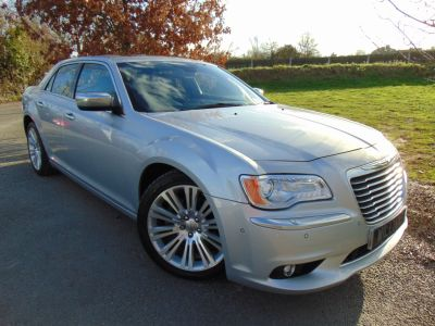 Chrysler 300C 3.0 V6 CRD Executive 4dr Auto (Adaptive Cruise! 20in Alloys! ++) Saloon Diesel Bright Silver MetallicChrysler 300C 3.0 V6 CRD Executive 4dr Auto (Adaptive Cruise! 20in Alloys! ++) Saloon Diesel Bright Silver Metallic at Williams Group Maidstone