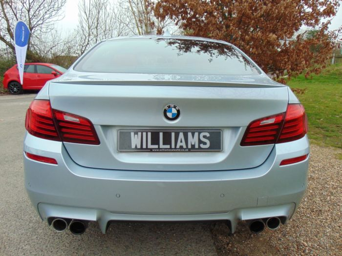 BMW M5 4.4 M5 4dr DCT (Heads-Up! Sunroof! 1 Owner! ++) Saloon Petrol Silverstone Blue Metallic