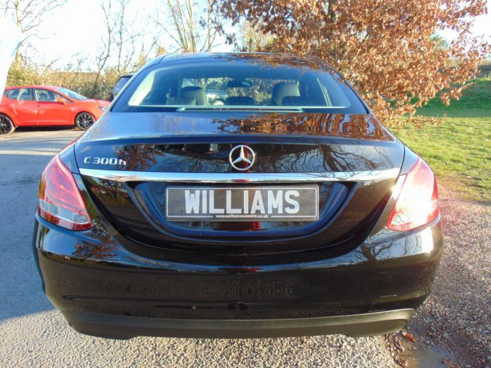 Mercedes-Benz C Class 2.1 C300h SE 4dr Auto (Sat Nav! Rear Camera! +++) Saloon Diesel / Electric Hybrid Obsidian Black Metallic