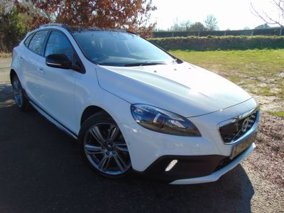 Volvo V40 Cross Country 2.0 D3 Lux Nav Geartronic 5dr (Pan Roof! Park Assist! ++) Hatchback Diesel Ice WhiteVolvo V40 Cross Country 2.0 D3 Lux Nav Geartronic 5dr (Pan Roof! Park Assist! ++) Hatchback Diesel Ice White at Williams Group Maidstone