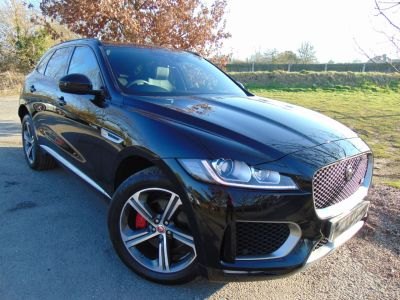 Jaguar F-pace 3.0d V6 S 5dr Auto AWD (Pan Roof! 18-Way Memory Seats! ++) Estate Diesel Santorini Black MetallicJaguar F-pace 3.0d V6 S 5dr Auto AWD (Pan Roof! 18-Way Memory Seats! ++) Estate Diesel Santorini Black Metallic at Williams Group Maidstone