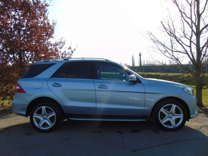 Mercedes-Benz M Class 2.1 ML250 CDi BlueTEC AMG Line 5dr Auto [Premium] (Pan Roof! Heated Seats! ++) Estate Diesel Diamond Silver