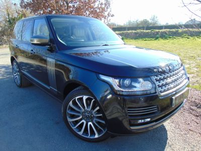 Land Rover Range Rover 4.4 SDV8 Autobiography 4dr Auto (22in Alloys! Rear Entertainment! +) Estate Diesel Mariana Black MetallicLand Rover Range Rover 4.4 SDV8 Autobiography 4dr Auto (22in Alloys! Rear Entertainment! +) Estate Diesel Mariana Black Metallic at Williams Group Maidstone