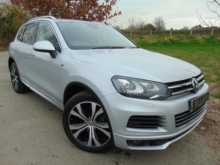 Volkswagen Touareg 3.0 V6 TDI 245 R Line 5dr Tip Auto (Vienna Leather! Full VW S/H! ++) Estate Diesel Cool Silver Metallic