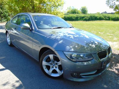 BMW 3 Series 3.0 325i SE 2dr (Sunroof! FSH! 6CD! ++) Coupe Petrol Space Grey MetallicBMW 3 Series 3.0 325i SE 2dr (Sunroof! FSH! 6CD! ++) Coupe Petrol Space Grey Metallic at Williams Group Maidstone