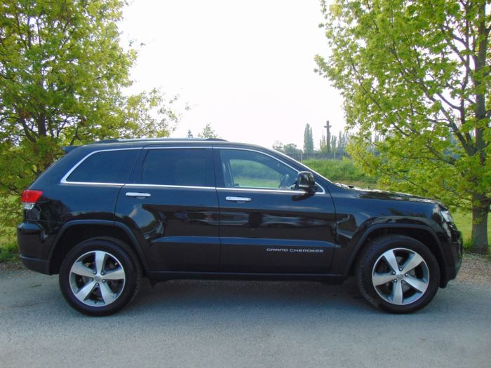 Jeep Grand Cherokee 3.0 CRD Limited 5dr Auto (UConnect! Full Jeep SH! ++) Estate Diesel Brilliant Black Crystal Pearlescent Paint