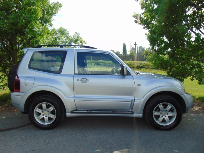 Mitsubishi Shogun 3.2 DI-D Warrior 3dr (Full SH! Heated Seats! ++) Four Wheel Drive Diesel Silver