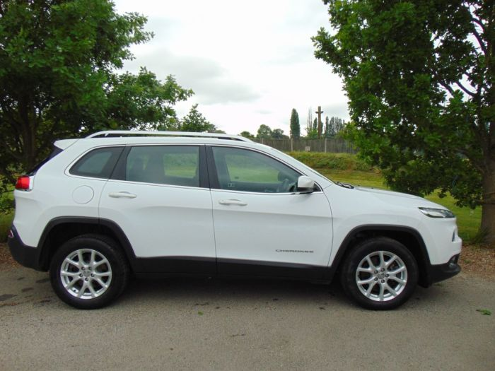 Jeep Cherokee 2.0 CRD Longitude 4WD (s/s) 5dr (FSH! Rear Sensors! ++) SUV Diesel Bright White