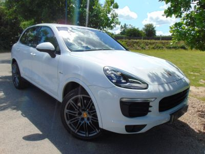 Porsche Cayenne 4.1 S Diesel 5dr Tiptronic S (21in Alloys! LED Headlights! ++) Estate Diesel Carrera WhitePorsche Cayenne 4.1 S Diesel 5dr Tiptronic S (21in Alloys! LED Headlights! ++) Estate Diesel Carrera White at Williams Group Maidstone