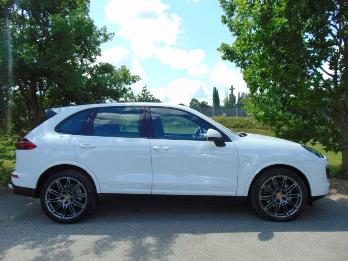 Porsche Cayenne 4.1 S Diesel 5dr Tiptronic S (21in Alloys! LED Headlights! ++) Estate Diesel Carrera White