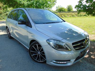 Mercedes-Benz B Class 1.8 B200 CDI Sport 7G-DCT 5dr (FSH! Rear Camera! +++) Hatchback Diesel Polar Silver MetallicMercedes-Benz B Class 1.8 B200 CDI Sport 7G-DCT 5dr (FSH! Rear Camera! +++) Hatchback Diesel Polar Silver Metallic at Williams Group Maidstone
