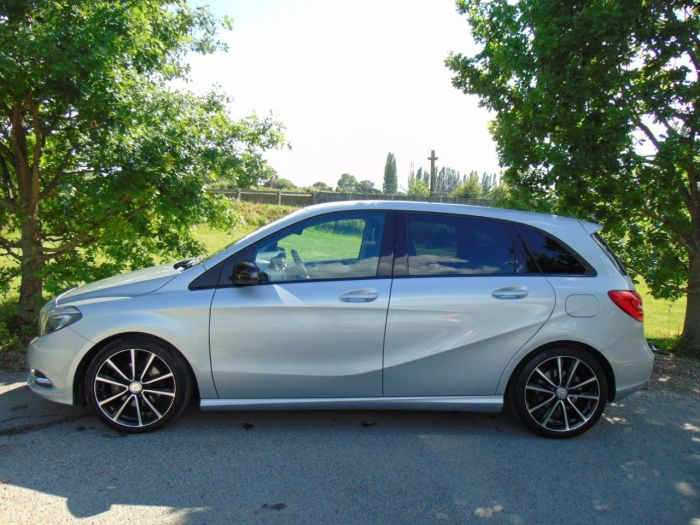 Mercedes-Benz B Class 1.8 B200 CDI Sport 7G-DCT 5dr (FSH! Rear Camera! +++) Hatchback Diesel Polar Silver Metallic