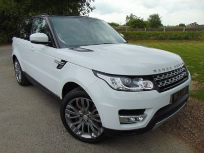 Land Rover Range Rover Sport 3.0 SDV6 HSE 5dr Auto (Rear Entertainment! Pan Roof! ++) Estate Diesel Fuji WhiteLand Rover Range Rover Sport 3.0 SDV6 HSE 5dr Auto (Rear Entertainment! Pan Roof! ++) Estate Diesel Fuji White at Williams Group Maidstone