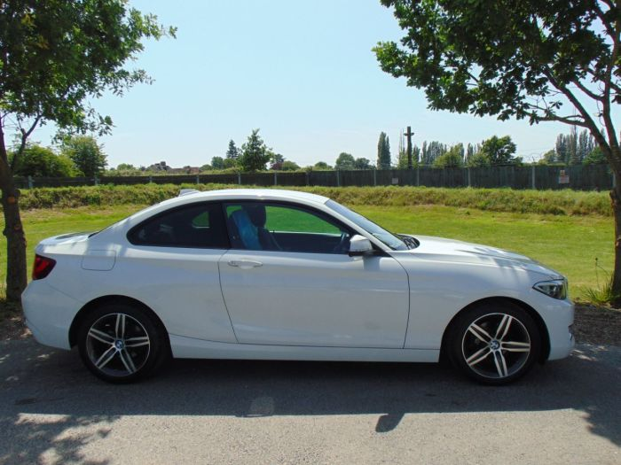 BMW 2 Series 1.5 218i Sport 2dr [Nav] Step Auto (Full BMW SH! DAB! +++) Coupe Petrol Alpine White