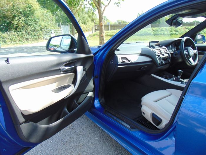 BMW 1 Series 3.0 M135i 5dr (1 Owner! Low Miles! Nav! +++) Hatchback Petrol Estoril Blue Metallic