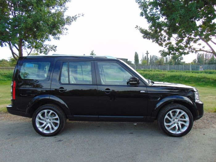 Land Rover Discovery 3.0 SDV6 Landmark 5dr Auto (Rear Entertainment! 1 Owner! ++) Estate Diesel Santorini Black Metallic