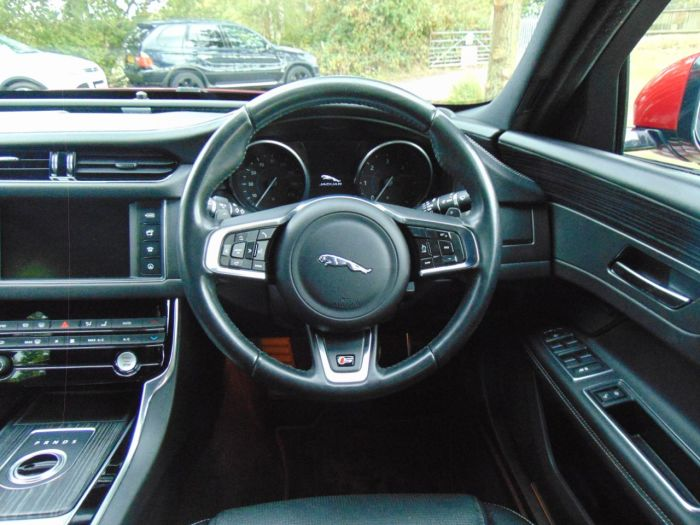 Jaguar XF 3.0d V6 S 4dr Auto (Cooled Front Seats! 360 Cam! ++) Saloon Diesel Firenze Red Metallic