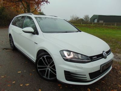 Volkswagen Golf 2.0 TDI 184 GTD 5dr DSG (Pan Roof! Leather! FVWSH! +++) Estate Diesel Pure WhiteVolkswagen Golf 2.0 TDI 184 GTD 5dr DSG (Pan Roof! Leather! FVWSH! +++) Estate Diesel Pure White at Williams Group Maidstone