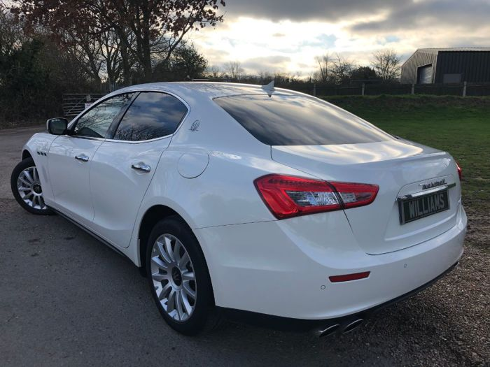 Maserati Ghibli 3.0 V6d 4dr Auto [Luxury Pack] (Privacy Glass! Keyless! ++) Saloon Diesel White